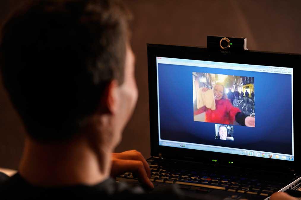 день рождения онлайн, как бухать по скайпу