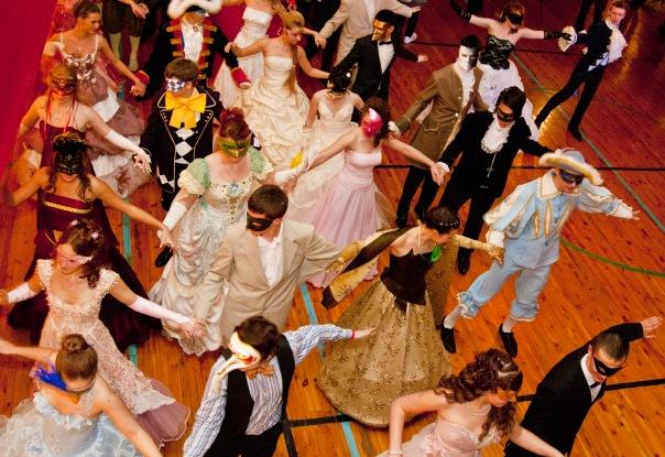 Вечеринка в стиле Бал-маскарад: сценарий, наряды, оформление и конкрусы