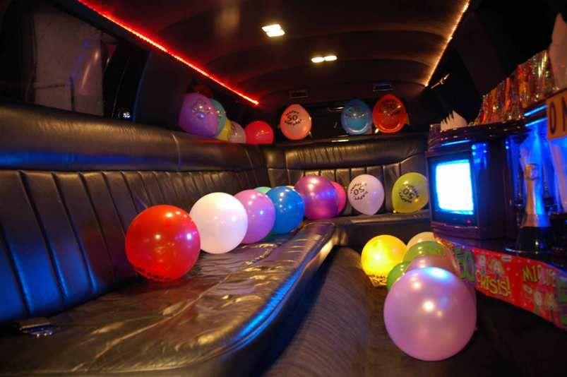 идея оригинальной вечеринки в лимузине