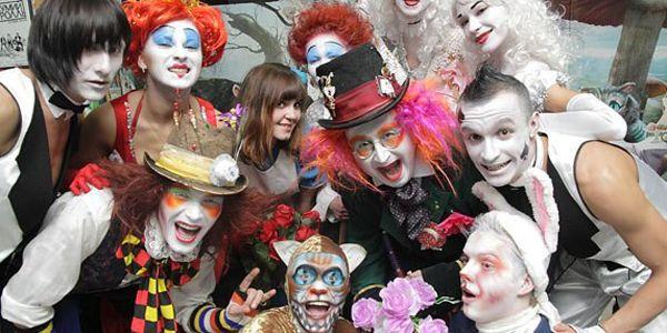 Вечеринка в стиле «Алиса в Стране чудес»: сценарий, костюмы, оформление и конкурсы