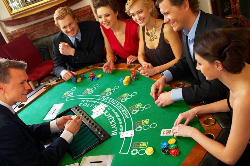 Вечеринка в стиле казино и настольных игр, костюмы, сценарий