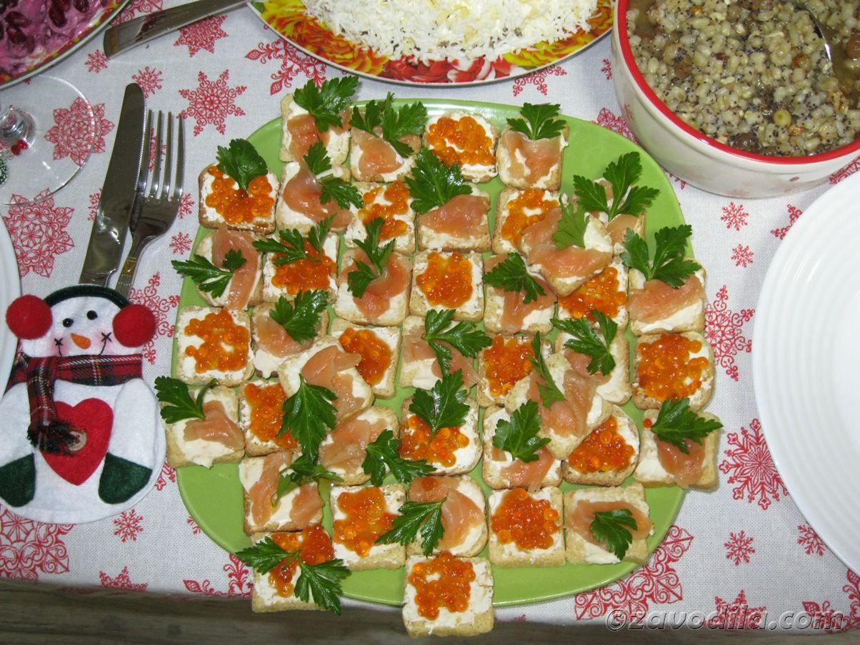 Весело встретить новый год дома с друзьями, новогодние блюда
