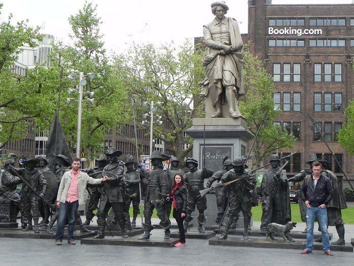 Амстердам памятник Рембрандту