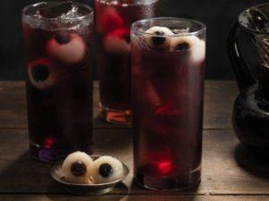 коктейль глаза в стакане