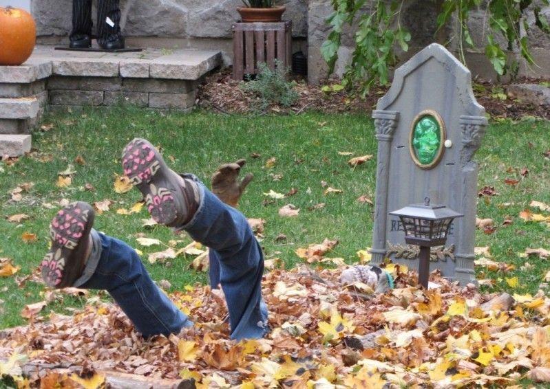 Оформление и декорации на участке возле дома на Хэллоуин