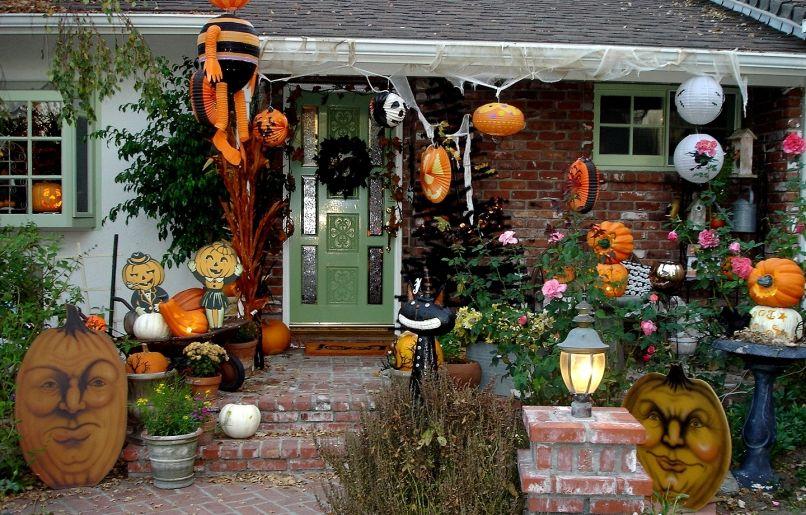 украшение двора на Хэллоуин, декорации