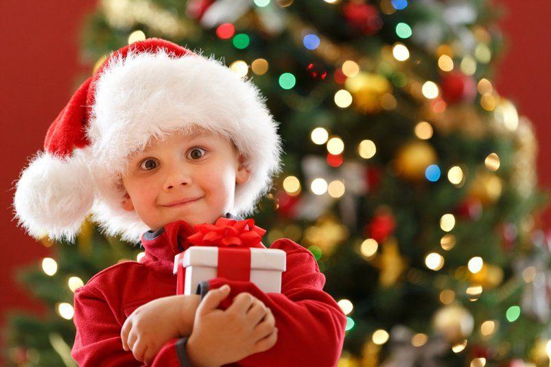 Детский Новый год в детском саду или игровой комнате: как устроить веселый праздник