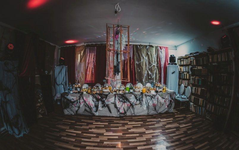 декорации и оформление помещения
