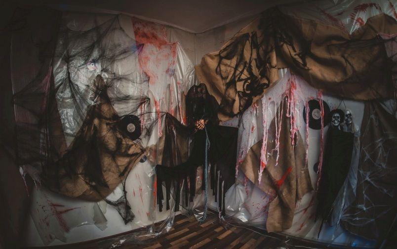 декорации и оформление помещения на Хэллоуин