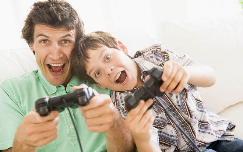 игровая приставка мужчина и сын
