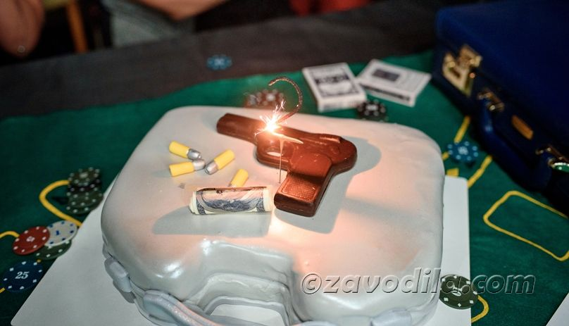 Gangster party cake